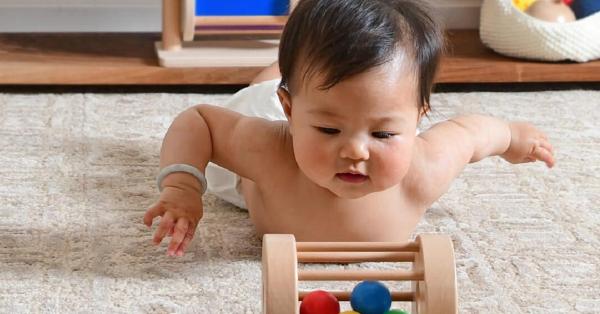 5 cách để cha mẹ áp dụng phương pháp giáo dục sớm Montessori cho trẻ sơ sinh